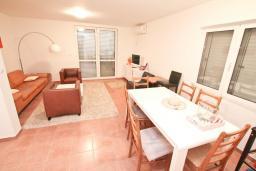 Гостиная. Продается квартира в Нивице. 55м2, большая гостиная, спальня, балкон с видом на море, 100 метров до пляжа, цена - 120'000 Евро. в Нивице