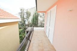 Балкон. Продается квартира в Нивице. 55м2, большая гостиная, спальня, балкон с видом на море, 100 метров до пляжа, цена - 120'000 Евро. в Нивице