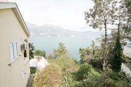 Вид на море. Продается квартира в Нивице. 55м2, большая гостиная, спальня, балкон с видом на море, 100 метров до пляжа, цена - 120'000 Евро. в Нивице