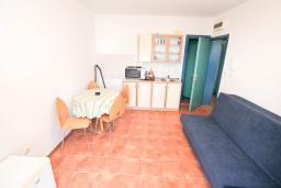Гостиная. Продается квартира в Баошичи. 57м2, гостиная, спальня, 2 ванные комнаты, 2 балкона, 250 метров до моря, цена - 85'000 Евро. в Баошичи