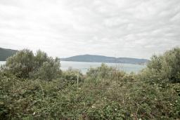 Территория. Продается участок 797м2 в Кумборе. 250 метров до моря, цена - 239'100 Евро. в Кумборе