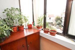 Балкон. Продается квартира в Петроваце. 50м2, гостиная-кухня, 2 спальни, 30 метров до моря, цена - 110'000 Евро. в Петроваце