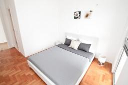 Спальня 2. Продается квартира в Дженовичи. 93м2, большая гостиная, 2 спальни, 2 ванные комнаты, большая терраса с видом на море, 300 метров до пляжа, цена - 199'500 Евро. в Дженовичи