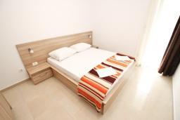 Спальня 2. Черногория, Петровац : Апартаменты на 5-7 человек, 2 спальни, 2 балкона