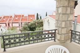 Вид на море. Черногория, Петровац : Апартамент с отдельной спальней, с балконом