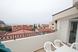 Вид на море. Черногория, Петровац : Апартаменты на 5-7 человек, с большой гостиной, с 2 спальнями, с балконом с видом на море