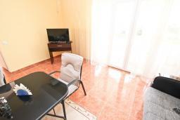 Гостиная. Черногория, Шушань : Апартамент с огромной гостиной, с 3-мя отдельными спальнями, с 2-мя ванными комнатами, с 4-мя балконами с видом на море