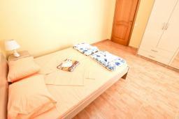Спальня 2. Черногория, Шушань : Апартамент с огромной гостиной, с 3-мя отдельными спальнями, с 2-мя ванными комнатами, с 5-ю балконами с видом на море