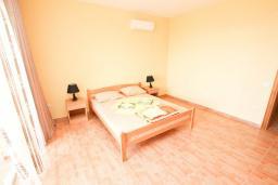 Спальня 3. Черногория, Шушань : Апартамент с огромной гостиной, с 3-мя отдельными спальнями, с 2-мя ванными комнатами, с 5-ю балконами с видом на море