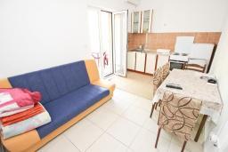 Гостиная. Черногория, Булярица : Апартамент с отдельной спальней, с балконом
