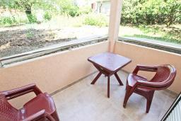 Балкон. Черногория, Булярица : Апартамент с отдельной спальней, с балконом