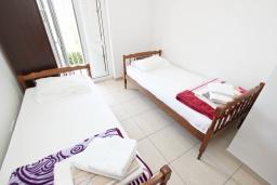 Спальня. Черногория, Булярица : Апартамент с 2-мя отдельными спальнями, с 2-мя балконами