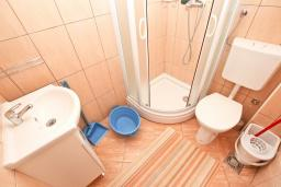 Ванная комната. Черногория, Булярица : Студия в Булярице с балконом
