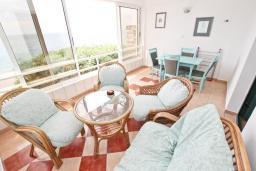 Балкон. Черногория, Булярица : Апартамент с 2-мя отдельными спальнями, с шикарным видом на море, возле пляжа