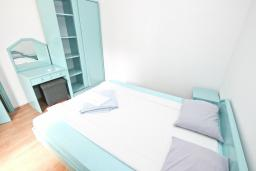 Спальня 2. Черногория, Булярица : Апартамент с 3-мя отдельными спальнями, с большой террасой с шикарным видом на море, возле пляжа