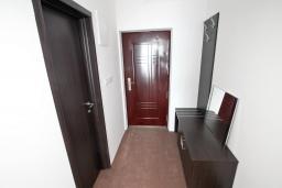Коридор. Черногория, Герцег-Нови : Двухместный номер Комфорт с балконом и видом на море
