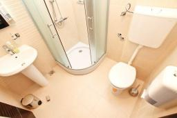 Ванная комната. Черногория, Герцег-Нови : Двухместный номер с панорамным видом на море