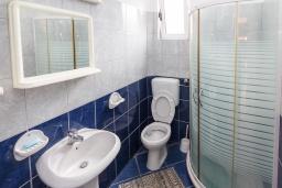 Ванная комната. Черногория, Зеленика : Студия для 3 человек