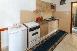 Кухня. Черногория, Зеленика : Апартамент с 2-мя отдельными спальнями, с террасой