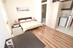 Студия (гостиная+кухня). Черногория, Святой Стефан : Студия для 2 человек, с балконом с видом на море