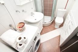 Ванная комната. Черногория, Мельине : Апартамент с 2-мя спальнями, с большим балконом с видом на море, 80 метров до пляжа