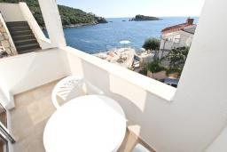 Балкон. Черногория, Утеха : Комната для 2 человек, с балконом с видом на море, возле пляжа