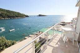 Балкон. Черногория, Утеха : Комната для 3 человек, с балконом с видом на море, возле пляжа