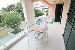 Балкон. Черногория, Игало : Апартамент с отдельной спальней, 50 метров до моря