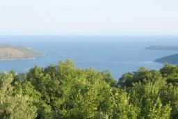 Вид на море. Черногория, Герцег-Нови : 2-х этажный дом с большой гостиной, с 5-ю отдельными спальнями, с 2-мя ванными комнатами, с террасой и балконом с видом на море, с местом для барбекю, несколько парковочных мест