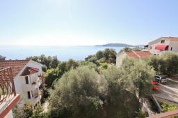 Вид на море. Черногория, Каменово : Апартаменты для 4-5 человек, с 2-мя отдельными спальнями, с 2-мя балконами с видом на море
