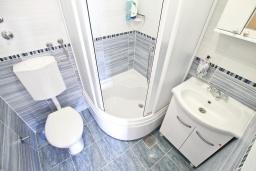 Ванная комната. Черногория, Росе : Студия с видом на море, возле пляжа