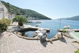 Вид на море. Черногория, Росе : Студия с видом на море, возле пляжа