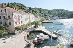 Вид на море. Черногория, Росе : Этаж дома с большой гостиной, 2-мя отдельными спальнями, с 2-мя ванными комнатами, балконом с шикарным видом на море, возле пляжа