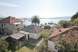 Вид на море. Черногория, Доня Ластва : Студия для 2 человек в 20 метрах до пляжа, с балконом и видом на море, с плазменным телевизором и кондиционером