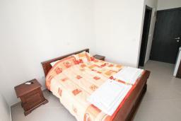 Студия (гостиная+кухня). Черногория, Игало : Студия в 50 метрах от моря, с кондиционером и плазменным телевизором