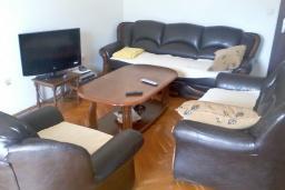 Гостиная. Черногория, Бар : Апартамент с гостиной, тремя спальнями, двумя санузлами и балконами