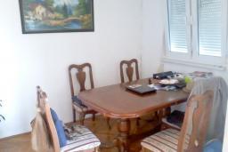 Кухня. Черногория, Бар : Апартамент с гостиной, тремя спальнями, двумя санузлами и балконами