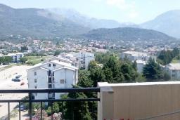 Балкон. Черногория, Бар : Апартамент с гостиной, тремя спальнями, двумя санузлами и балконами