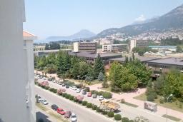 Вид. Черногория, Бар : Апартамент с гостиной, тремя спальнями, двумя санузлами и балконами