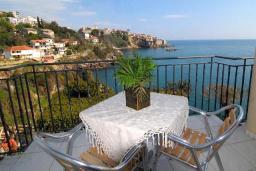 Балкон. Черногория, Ульцинь : Студия с балконом и шикарным видом на море, с телевизором и кондиционером