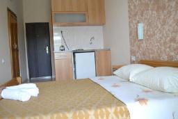 Студия (гостиная+кухня). Черногория, Ульцинь : Студия с балконом и шикарным видом на море, с телевизором и кондиционером