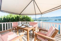 Балкон. Черногория, Обала Джурашевича : Трехэтажная вилла на берегу моря, с 3-мя гостиными, с 6-ю спальнями, 3-мя ванными комнатами, с 3-мя балконами, огромной террасой с шикарным видом на море