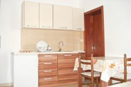 Студия (гостиная+кухня). Черногория, Булярица : Студия с балконом в Булярице
