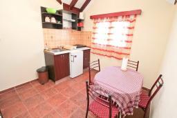 Черногория, Мрчевац : Апартамент с большой гостиной и отдельной спальней