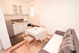 Гостиная. Черногория, Игало : Апартамент с гостиной, отдельной спальней и террасой