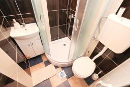 Ванная комната. Черногория, Игало : Апартамент с гостиной, отдельной спальней и террасой