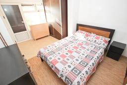 Спальня 2. Черногория, Булярица : Просторный апартамент с большой гостиной, двумя спальнями и террасой, для 4-5 человек