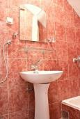 Ванная комната. Черногория, Шушань : Двухместные апартаменты-студио с небольшой террасой