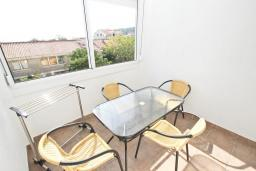 Балкон. Черногория, Петровац : Апартаменты с гостиной и отдельной спальней, с балконом и видом на море
