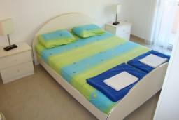 Спальня 2. Черногория, Петровац : Люкс апартамент для 4 человек с двумя отдельными спальнями, с балконом и видом на море